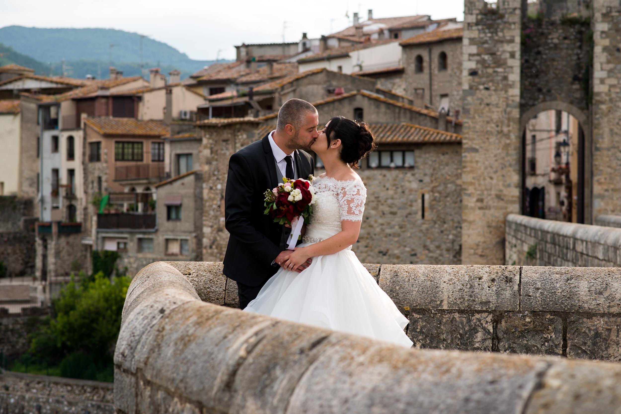 Boda realizada en Castellfollit de la Roca y en el Hotel restaurante L'Arcada de Fares en la Garrotxa