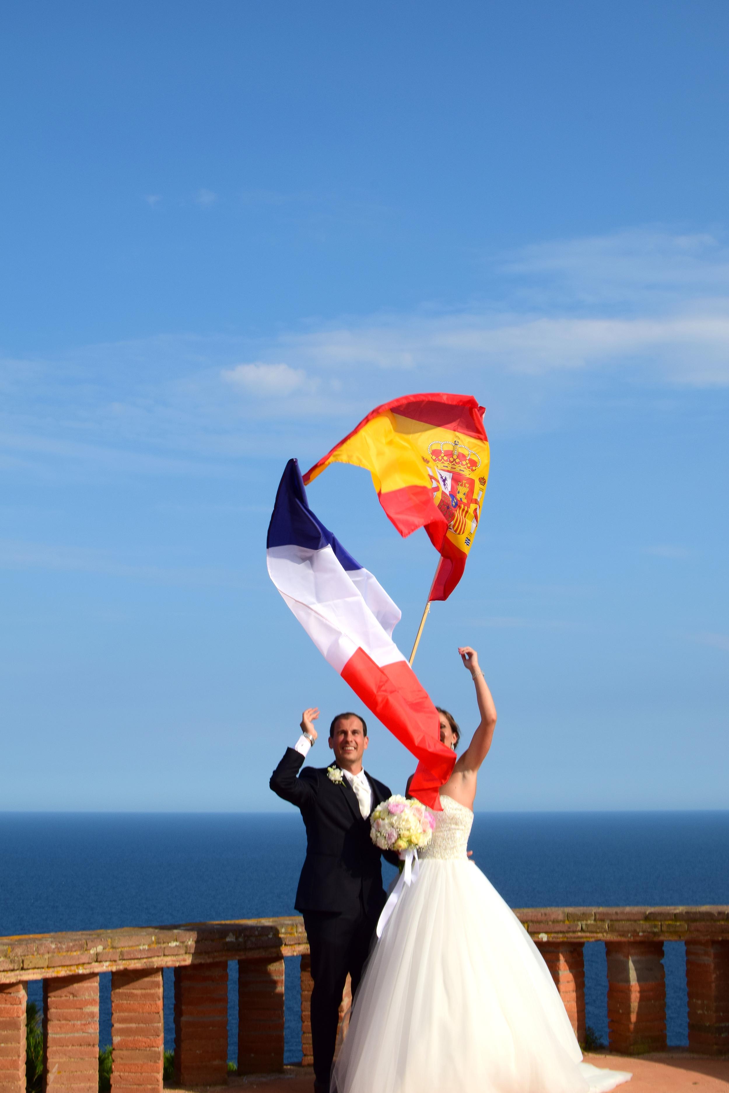 Fotografías de la preciosa boda celebrada en la ermita Sant Elm en Sant Feliu de Guixols y en el Hotel Mas Tapiolas de Santa Cristina d'Aro en la Costa Brava